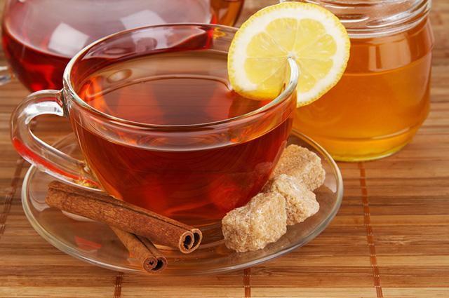 O chá de canela e mel é indicado para tratar a tosse