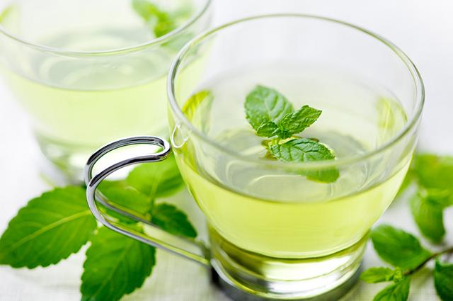 O chá de hortelã é indicado para tratar a rouquidão