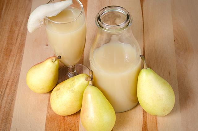 Sucos, como de pera, couve e babosa, são tratamentos caseiros para azia