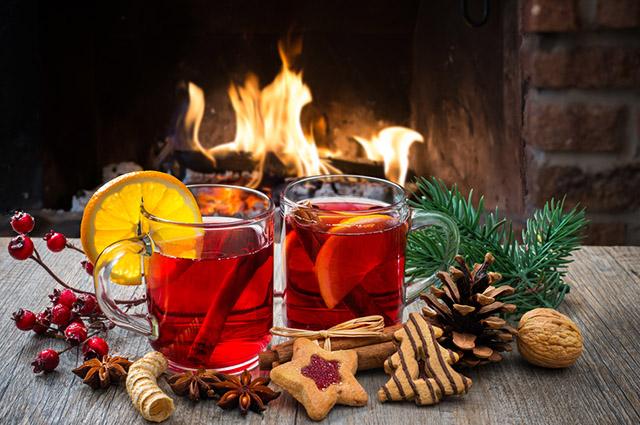 Xícaras com chá no Natal