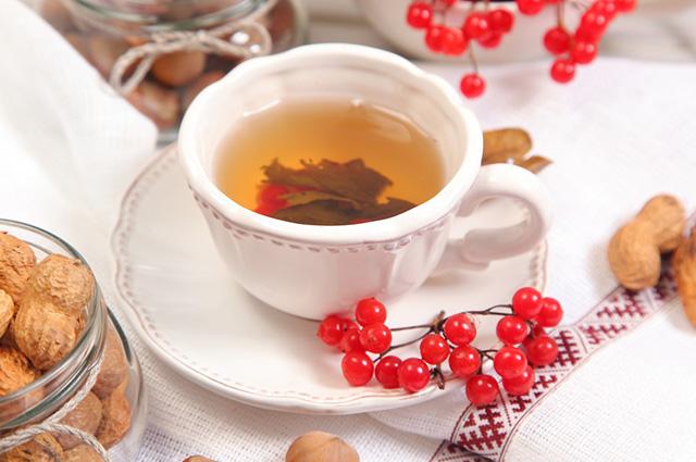 Xícara com chá de amendoim