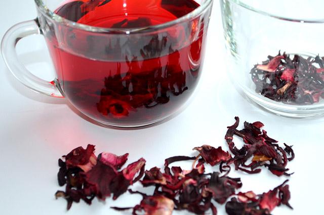 Xícara de chá de hibisco