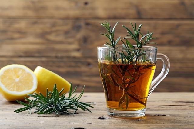 Chá de alecrim e limão