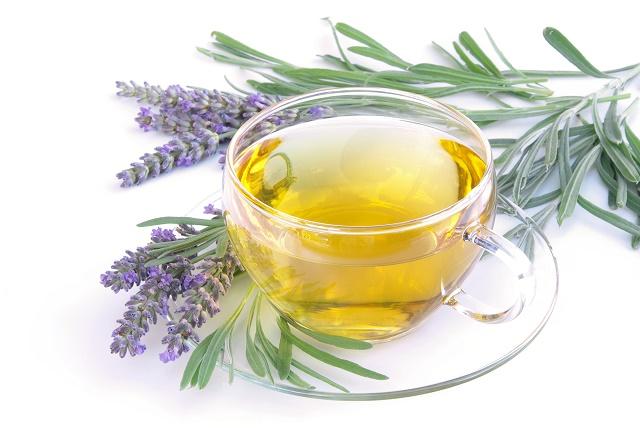 Chá e folhas de alfazema