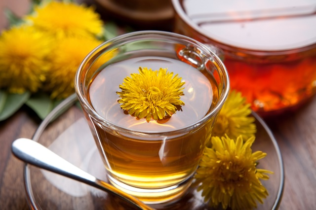 Chá com flores de dente-de-leão