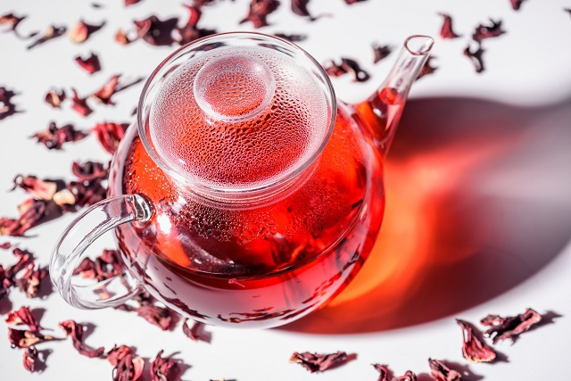 Chá de hibisco no bule