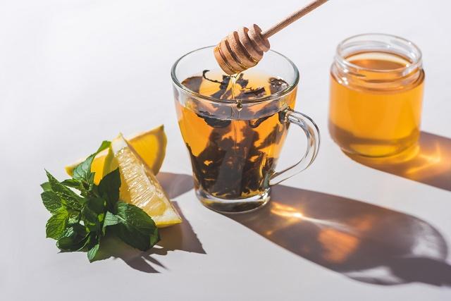 Mel, chá e limão