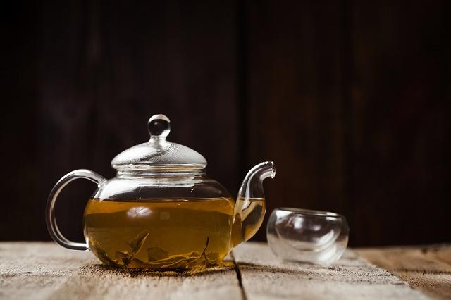 Chá de boldo no bule